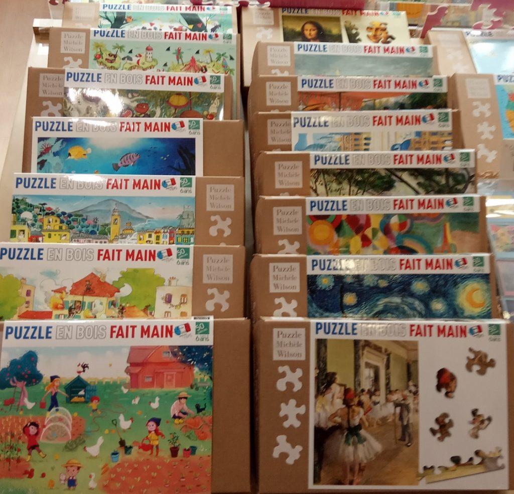 De nombreuses oeuvres joyeuses et colorées