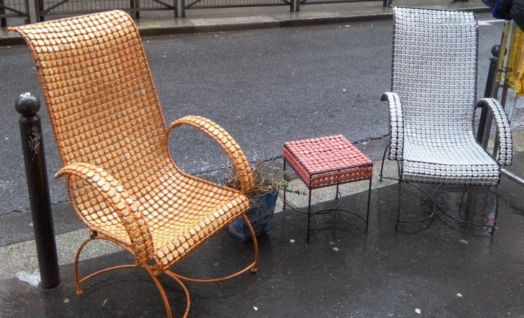 ... et un tabouret et deux fauteuils
