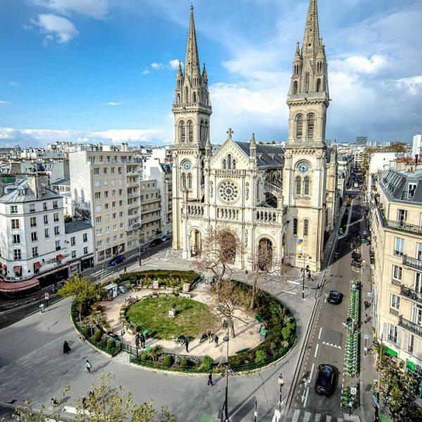 Square des moines de Tibhirine et église St Ambroise... Merci pour cette magnifique photo, photographe anonyme !